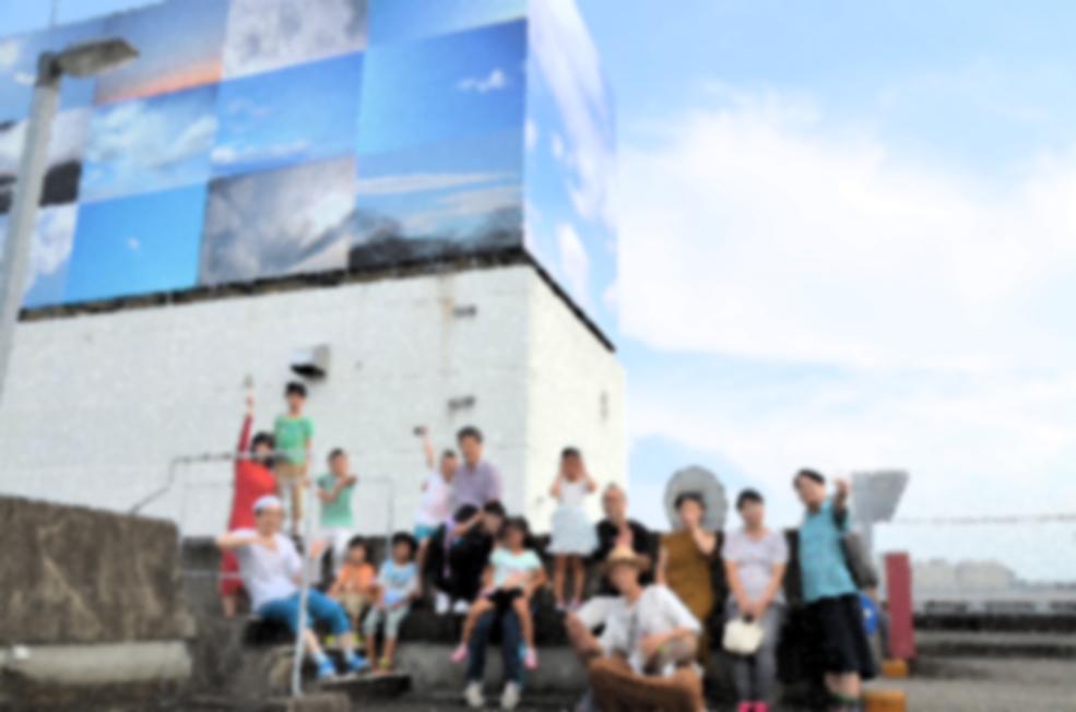 子ども達が表現の森店に来館した際の1枚。この日は、廣瀬・後藤の他にデイサービスセンターえいめいでのプロジェクトを実施している石坂亥士と山賀ざくろも参加した。