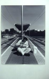 ⑩《無人駅での行為(群馬の食)》2000年