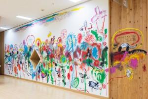 荒井良二と20人の子どもたちによる壁画 2008年 前橋こども図書館